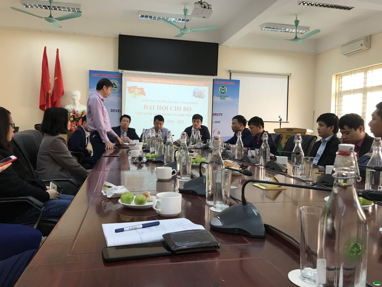 Phó Hiệu trưởng Trần Quang Bảo đưa ra các ý kiến chỉ đạo