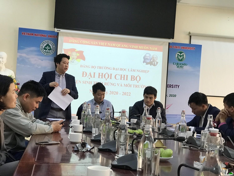 Phó bí thư Phạm Văn Duẩn trình bày báo cáo